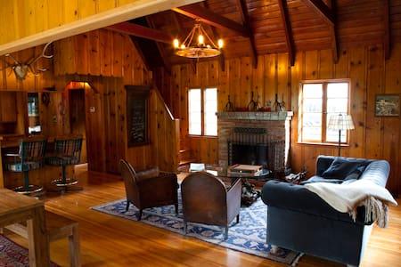 Vintage Lake Arrowhead Charmer Home - Hus