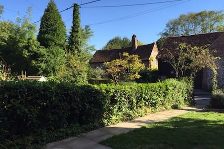 Cosy country cottage in the Chilterns - Frieth - Huis
