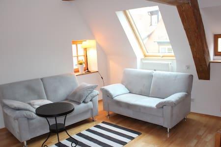 Altstadt: Wohnen auf Zeit - Apartamento