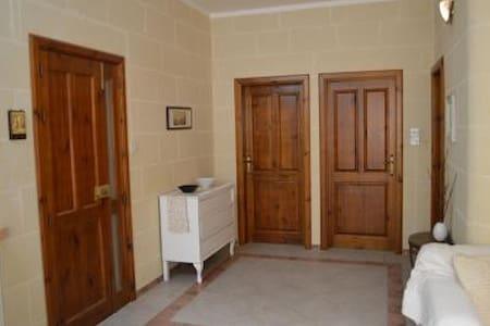 Comfortable home very close 2 beach - Marsalforn - Apartment