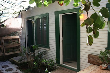 Enjoy the beauty of our garden while feeling, warm, safe and cozy at the same time in your outdoor private cabana. Our space in petit in square footage, but we make up for it in a perfect location, great pricing, free bikes, and a wonderful outdoor experience.