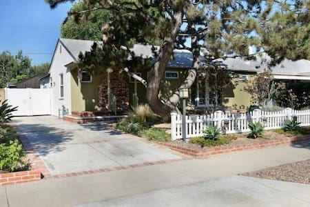 Quiet Burbank Home for Business Travelers - Burbank - House