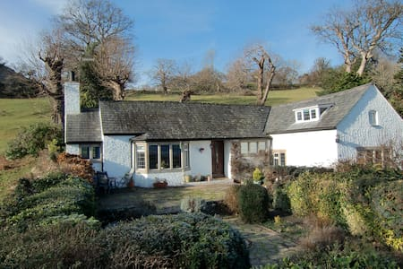 Beautiful 3 bed detached cottage  - House