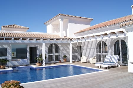 TOP VILLA IN AUTENTIC ANDALUCIA. - Villa