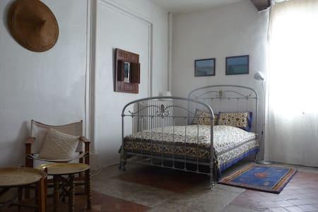 Jolie chambre dans maison village