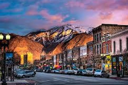 Minutes from the best snow on earth! Historic 25th - South Ogden