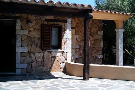 Villetta con veranda e giardino - S'ena E Sa Chitta