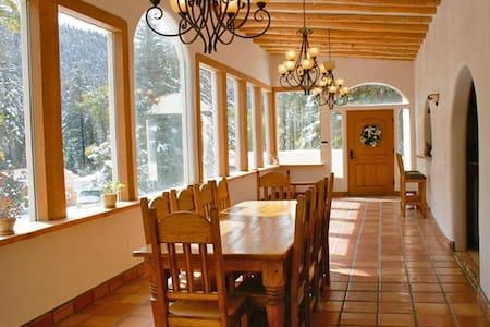 Grande Villa - Taos