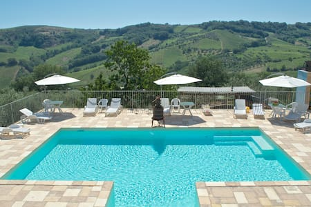 Farm House in the hills of Abruzzo - Bed & Breakfast