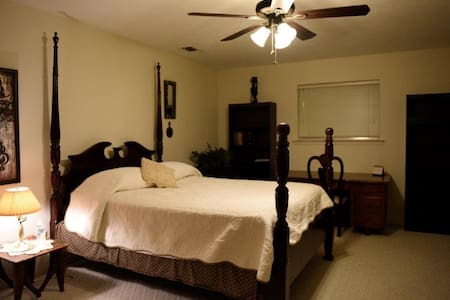 A resting place, quiet neighborhood - Duncanville - Bed & Breakfast