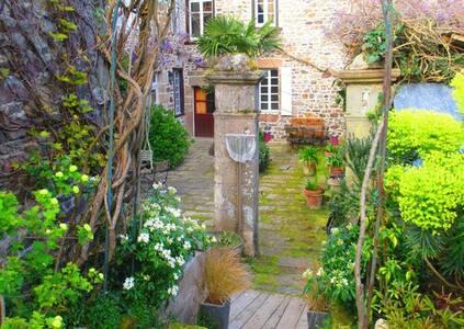 Chambres d'hôtes de charme Bretagne Paimpol à côté - Bed & Breakfast