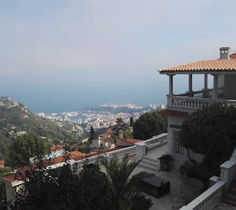 Villa entière surplombant Monaco avec jardins - La Turbie