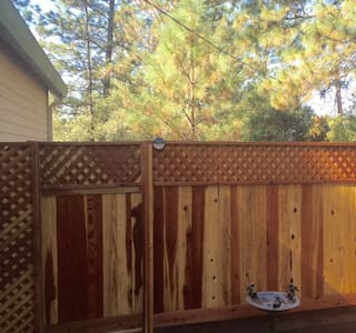 Your Pine Retreat Close to Historic Main Street - Placerville - Appartement