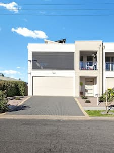 Christies Beach Exclusive Townhouse - Christies Beach