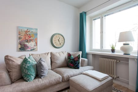 Lovely flat 20 mins away from city!