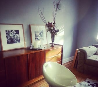 Charming and Bright 10mins Downtown - Westmount - Appartement