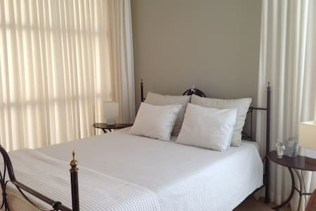 Large room  with ensuite bathroom - Szoba reggelivel