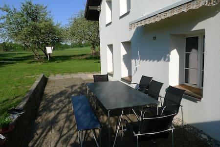 Idyllisch gelegenes Haus im Jura - Saignelégier - Huis