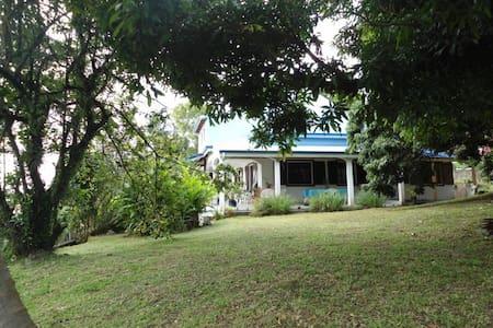 Chambres d'hôtes dans villa vue mer - Villa