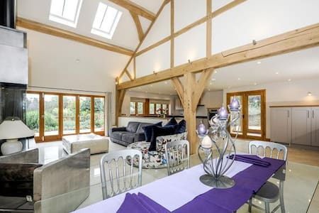Horsham - Luxurious Barn-Farm Setting - 3 Bedrooms - Hus