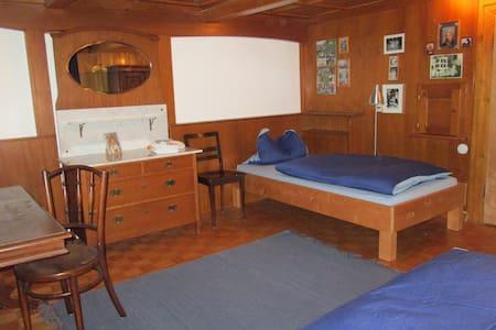Gemütliches Zimmer Nähe Vaduz mit gutem Frühstück - Sevelen - Maison