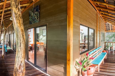 Magnificent Bamboohouse in Ecovilla - San Mateo - House