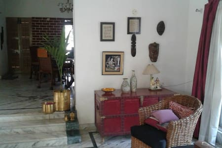 Charming Cozy Cottage Shantiniketan. - Santiniketan - Haus