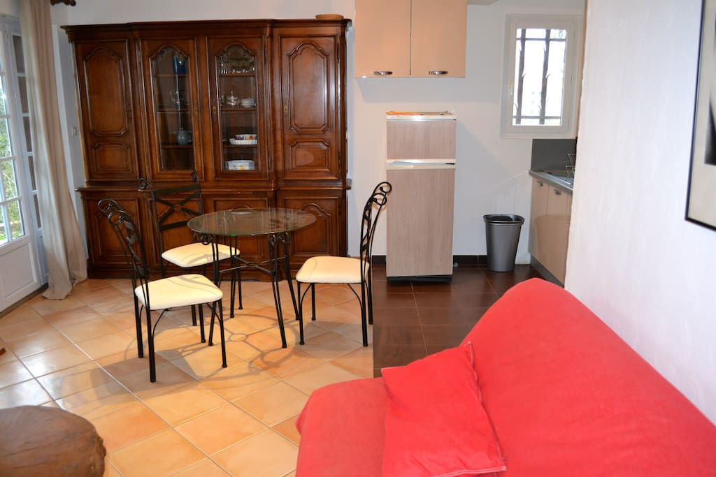 Bel appartement 60m2 avec jardin apartments for rent in for Salle a manger flayosc