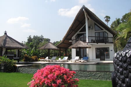 Luxury beach ville with jacuzzi - Buleleng - Villa