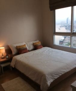 Riverfront 1BR Free WIFI Easy toBTS - Apartment