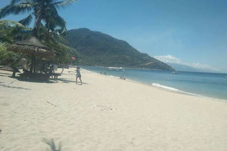 Room For 2 Price 600 php per Person - Puerto Galera - Bed & Breakfast