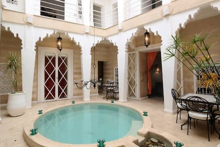 Riad Thalge in Medina - White Room - Villa