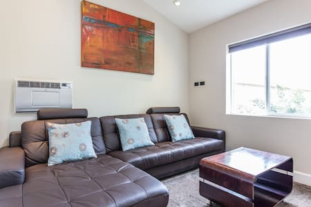 Hollywood 1 bdGuest House 600sq ft