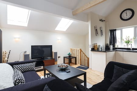 Private Individual Modern Loft, WiFi, free parking - Radcliffe - Lejlighed