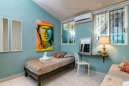 Room Sleeps 2 - Walk to Beach - Playa del Carmen - Apartment