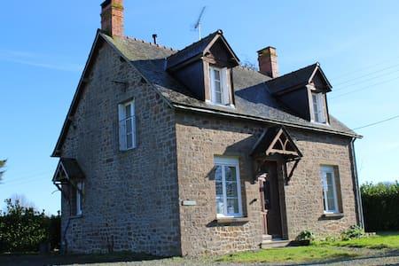Charmante petite maison vue haras - Saint-Pierre-des-Landes - House