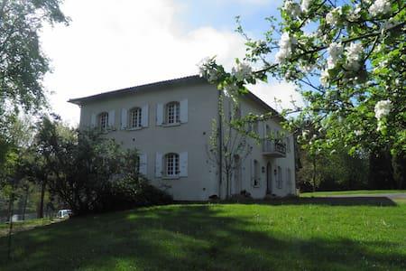 Suite : Garonne + Soumès - Saint-Martory - Bed & Breakfast