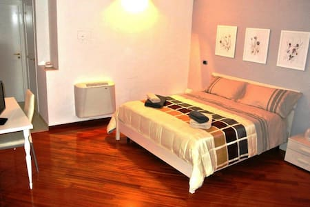 La Cattedrale Rooms (max 3 beds) - Bed & Breakfast
