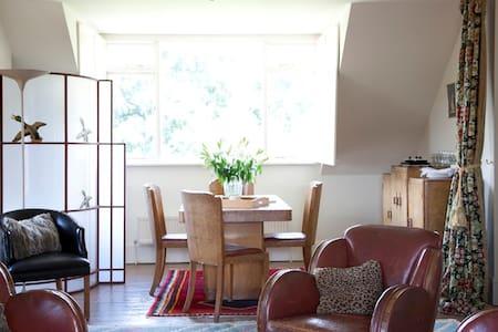 Wonderful Art Deco Seaside B and B. - Whitstable - Bed & Breakfast