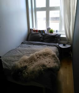 Cozy room 5 min from city center - Flat