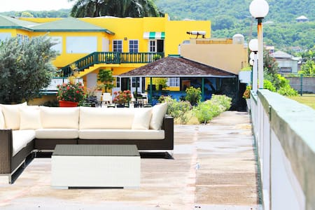Reggae Reef in Montego Bay Breakfast Included - Montego Bay - Bed & Breakfast