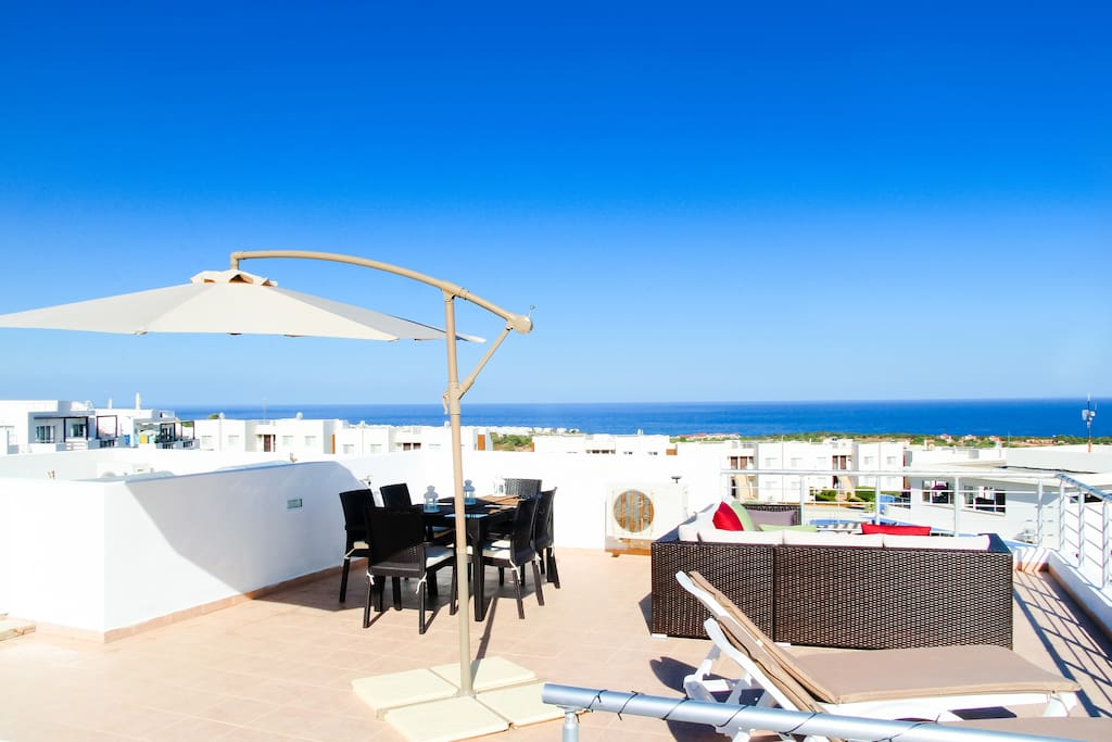 Fully decked roof terrace with sun loungers & 6 seater dining & lounge area