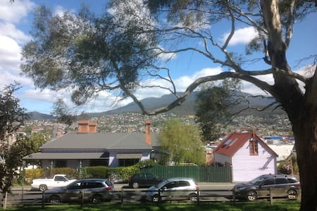 The Glebe Barn, Central Hobart - Rivitalo