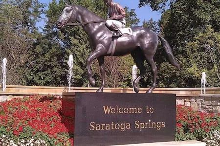 Saratoga Springs Racetrack Rental with VIP Parking - Complexo de Casas