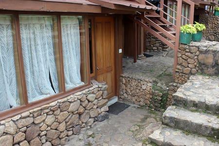 Rock  house in Chinnakanal - Chinnakanal - Földház