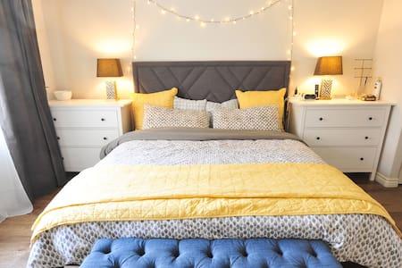 Modern 1-Bedroom Condo 蒙市一室公寓 - Társasház