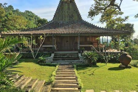 Antique Javanese House - Cijeruk