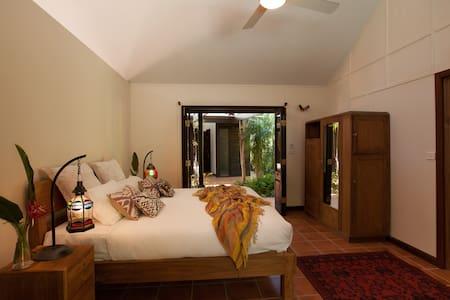 LUXURY Bali-style Villa in Byron - Ewingsdale - Villa