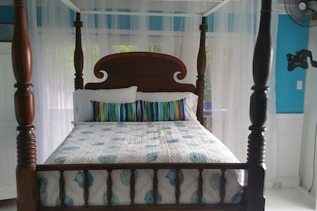 Glamping cozy westindian cottage - House