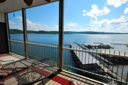 Waterfront AMAZING view, 3BR 2Bath, 2 heated pools - Apartamento